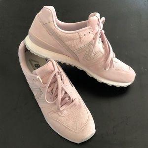 New Balance 696 Women's light pink suede